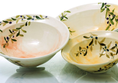 large olive bowls with rim